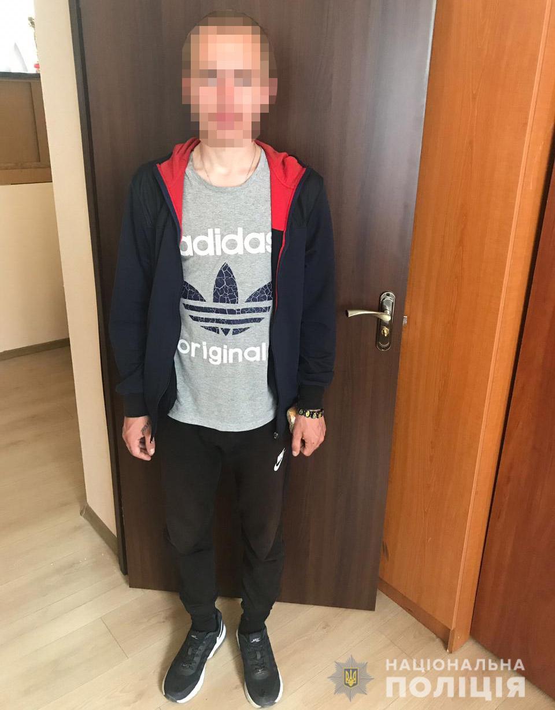 В Днепре задержали мужчину, который похитил из школы 4 мобильных телефона