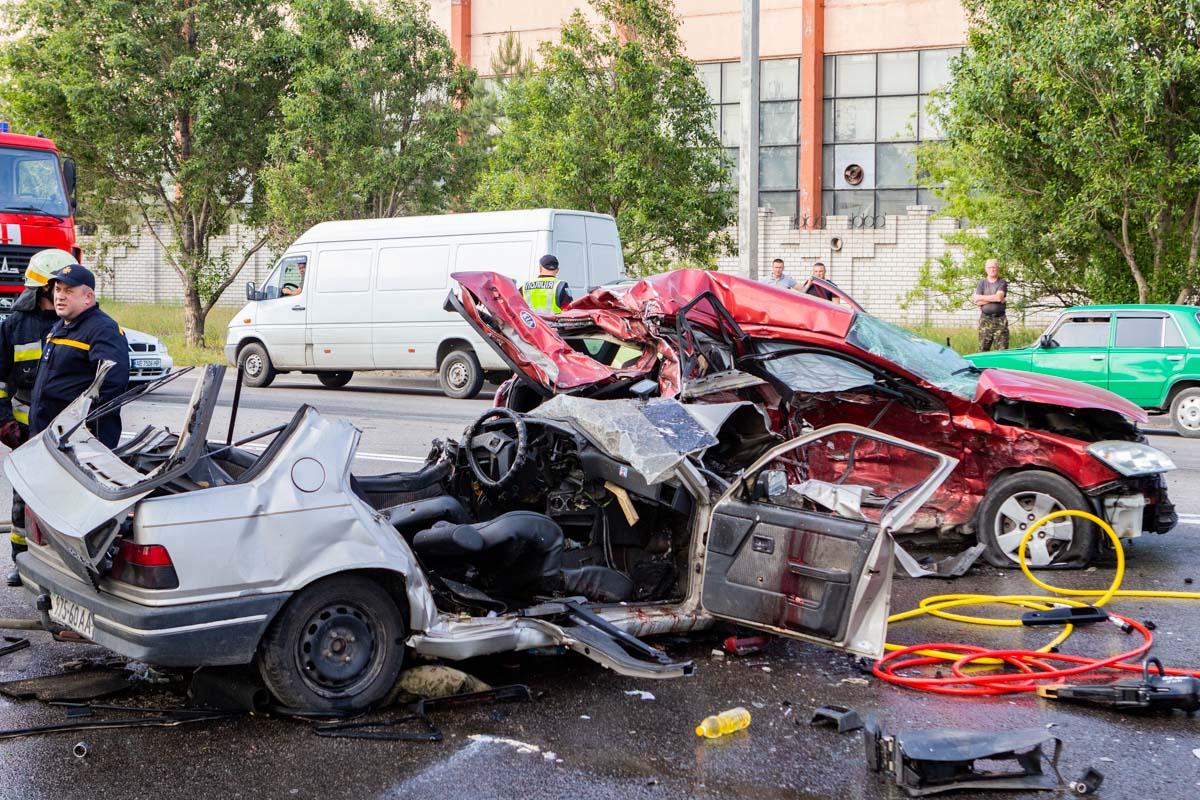 В ДТП на Малиновского в Днепре погибла супружеская пара и 11-летний ребенок: подробности