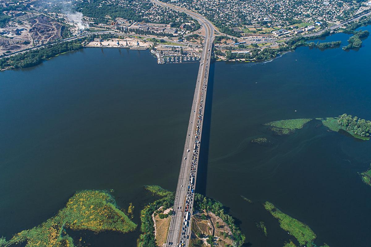 На Кайдакском мосту опять образовалась пробка из-за ремонта