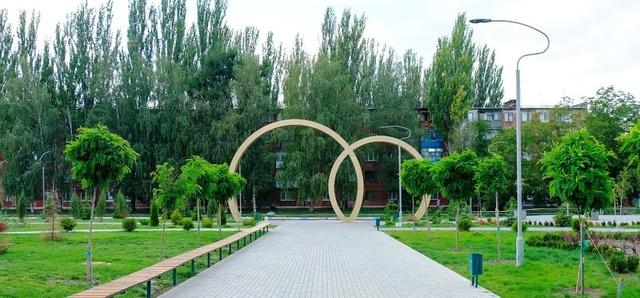 Парк влюбленных в Марганце после реконструкции - уютный и креативный