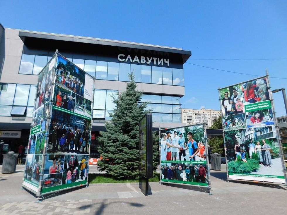 Участники проектов «Социальной реконструкции» попали на гигансткие фотостенды