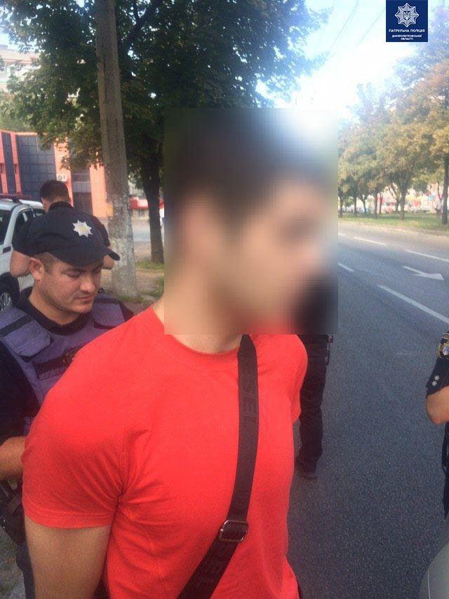 Благодаря бдительности неравнодушных граждан, патрульным удалось задержать мужчину, имевшего при себе оружие и наркотики