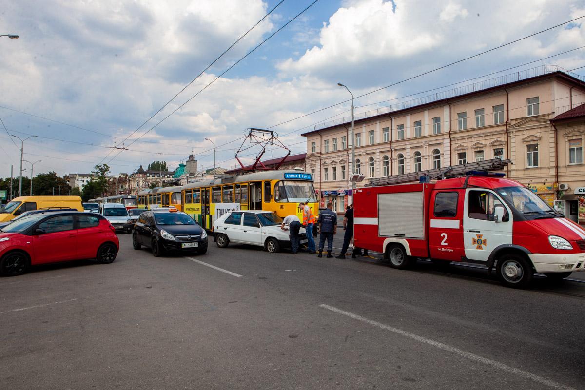 В Днепре на Шмидта столкнулись Skoda и трамвай №1
