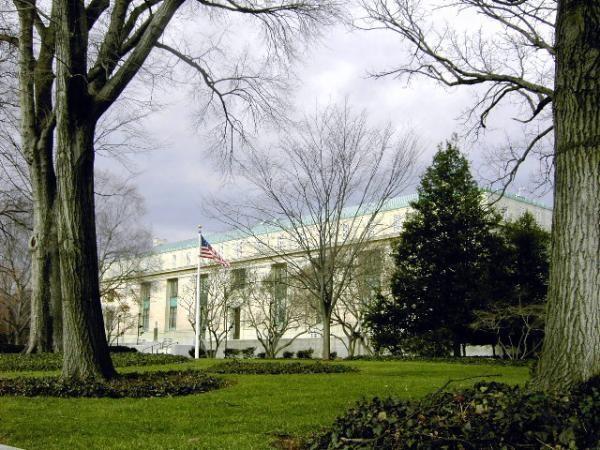Национальная Академия Наук в США, членом которой была Кэтрин Эзау. Кэтрин Эзау: Родилась в Екатеринославе, умерла в… Санта-Барбаре