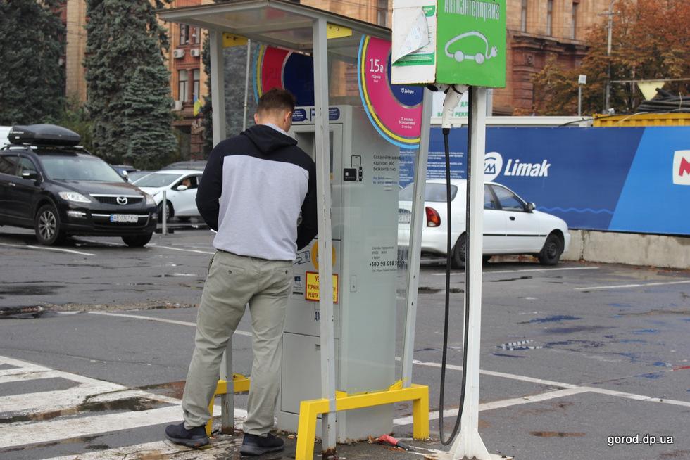 В Днепре оборудуют еще 3 тысячи паркомест
