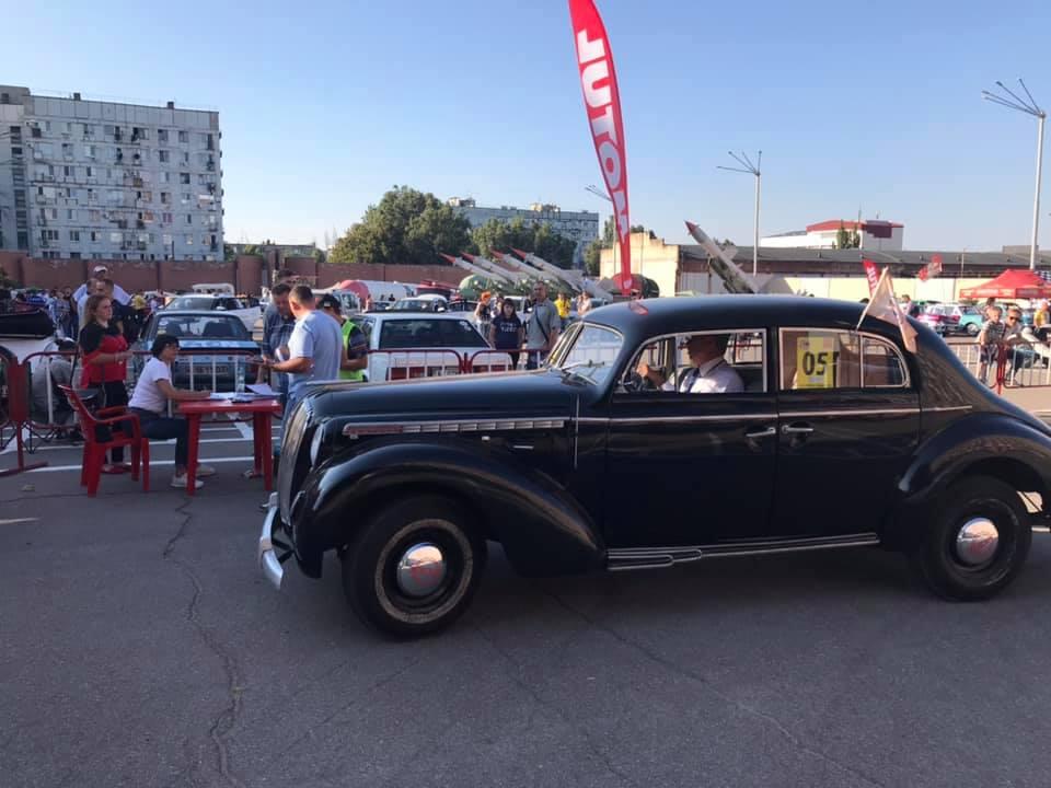 В Днепре провели авторетропробег памяти Миклашевского