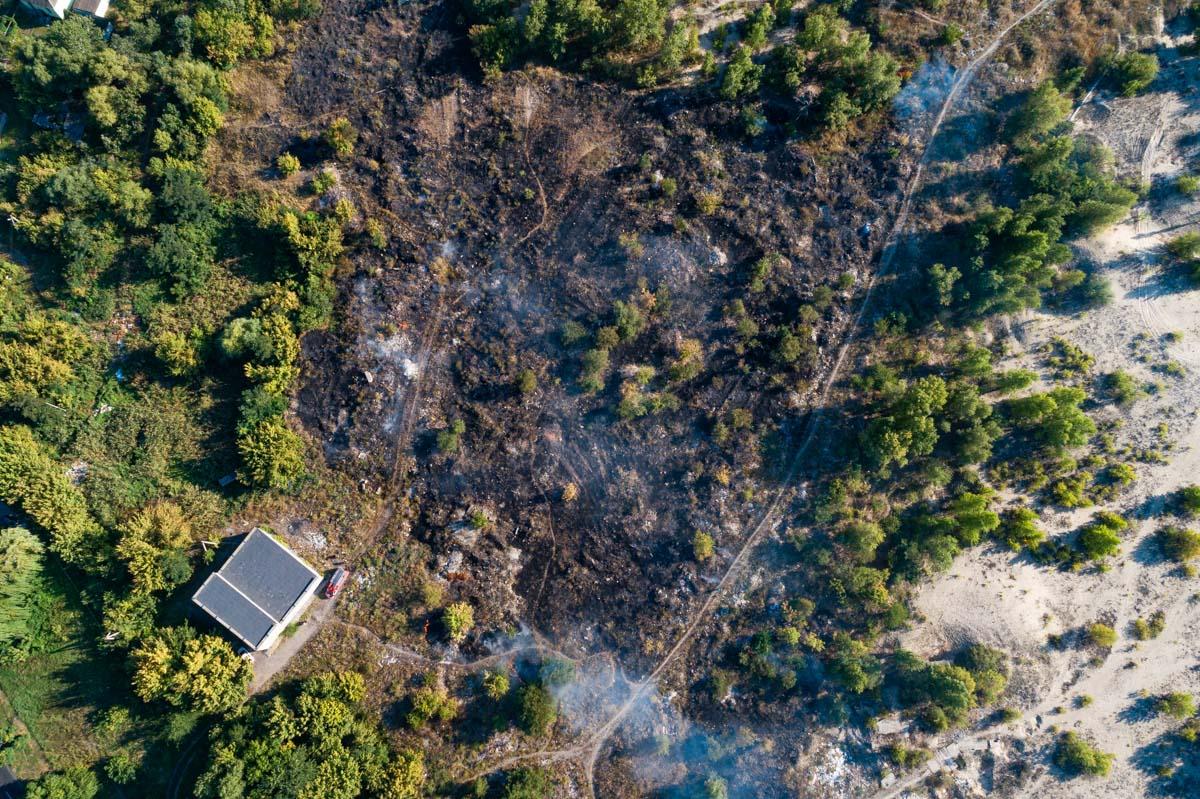 В Днепре на Мануйловском проспекте горит свалка
