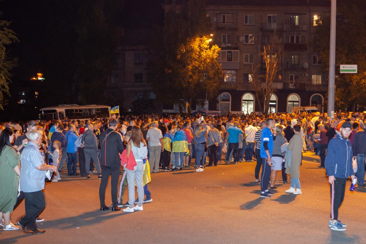 Тысячи фанатов штурмуют «Днепр-арену» в ожидании матча Украина — Нигерия