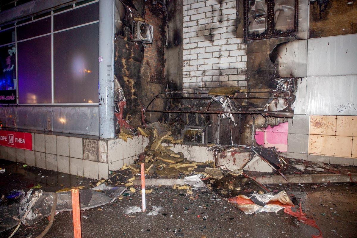 В Днепре после футбольного матча загорелся ТЦ «Мириада»