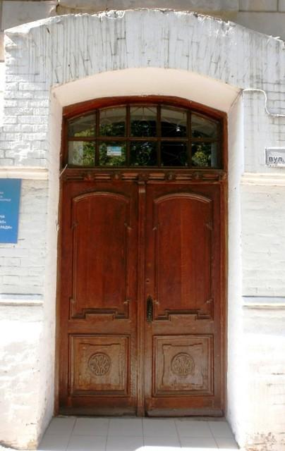 Двери в мавританском стиле