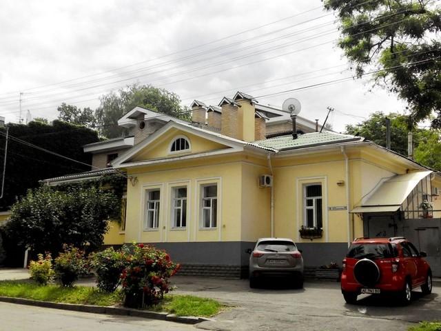Один из двух старейших домов города