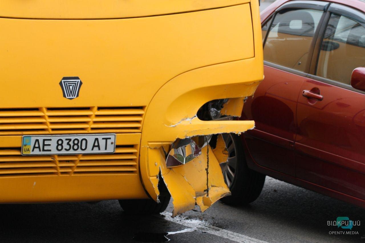 В Днепре в районе Кайдакского моста из-за ДТП парализовало движение троллейбусов