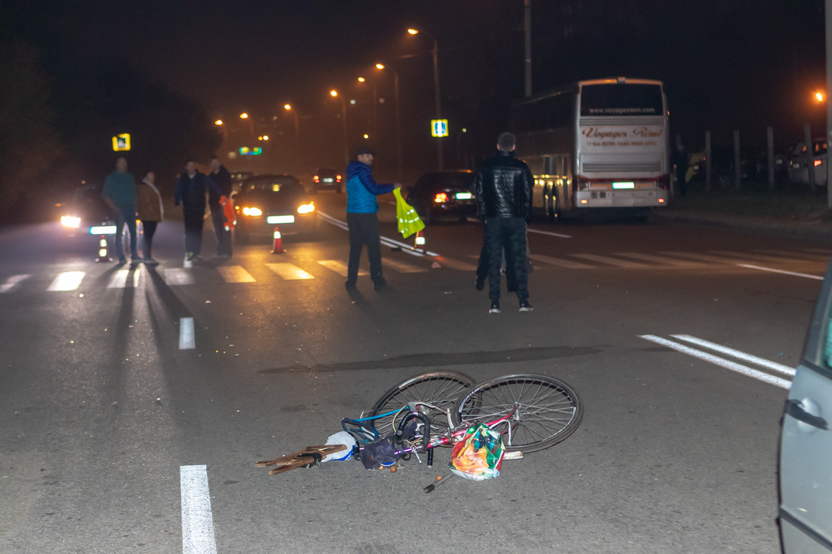 В Днепре на Братьев Трофимовых BMW сбил велосипедиста