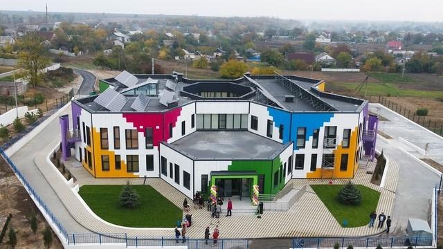 Детский сад в Подгородном спроектирован в виде сот