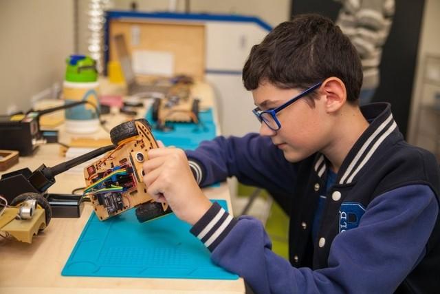 В области открыли семь школ робототехники