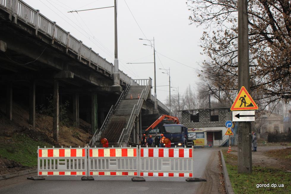 Виадук на Слобожанском «лечат» за 3 млн гривен