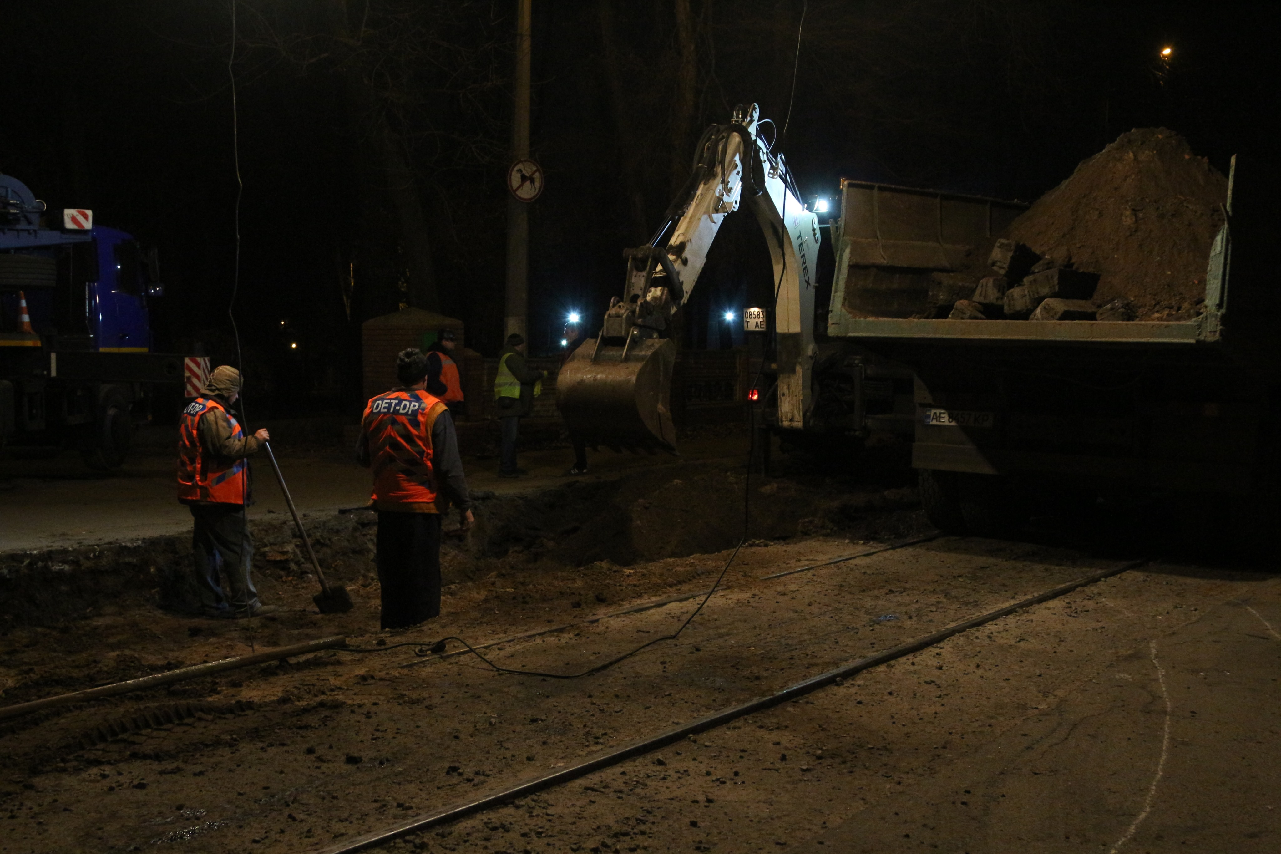 Новые и почти бесшумные: в Днепре коммунальщики отремонтировали трамвайные пути на улице Севастопольской