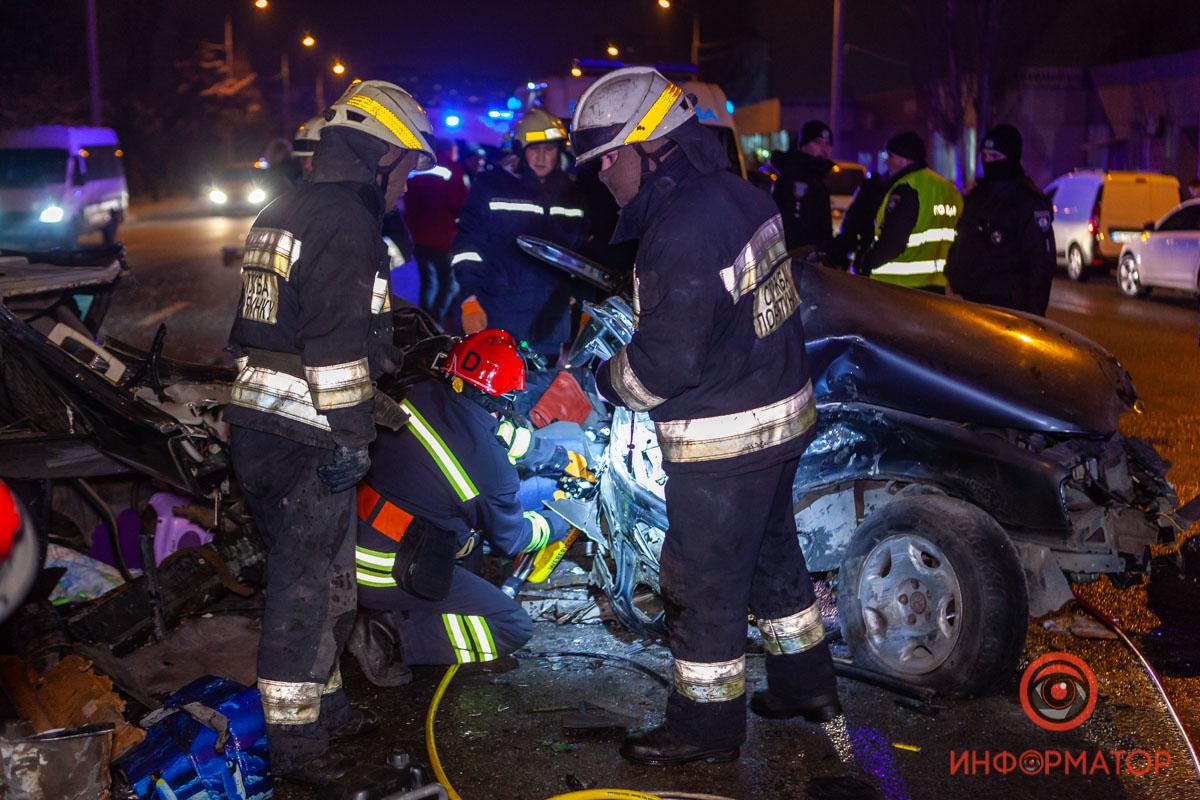 В Днепре на Малиновского столкнулись три авто: двое погибли, двое пострадали