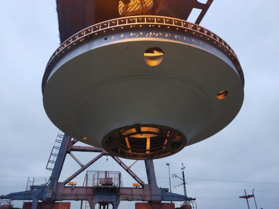 В Каменском для реконструкции ГЭС привезли «летающую тарелку»