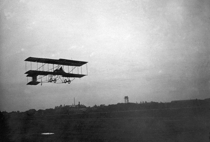 Сергей Уточкин на биплане «Фарман-IV». 1910 год Первые авиаторы в Екатеринославе