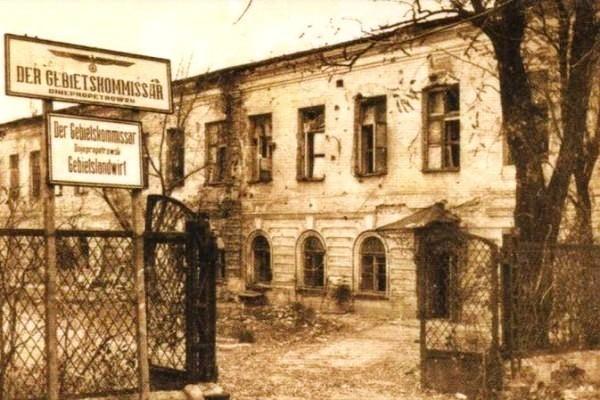 Здание гимназии. Фото времен оккупации 1941-1943 годов Первой гимназии Днепра – 215 лет