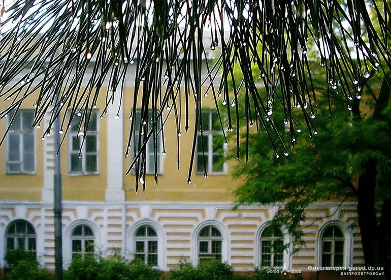 Гимназия. Фото 2010 г. Первой гимназии Днепра – 215 лет