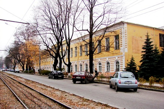 Гимназия. Современное фото Первой гимназии Днепра – 215 лет