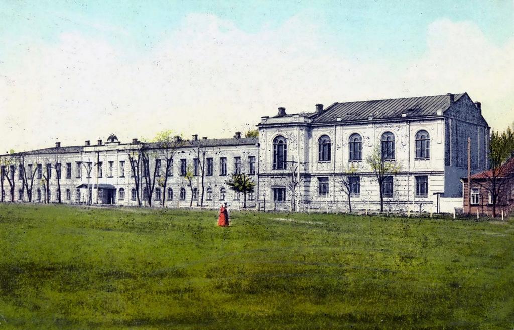 Екатеринославская классическая гимназия. Старый и новый корпуса. Фото начала XX века Первой гимназии Днепра – 215 лет