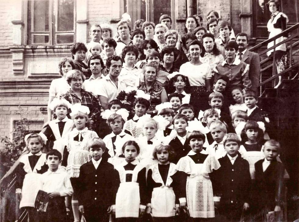 Учителя и ученики. 1980-е годы. Одна из старейших школ Днепра: история длиной в 120 лет