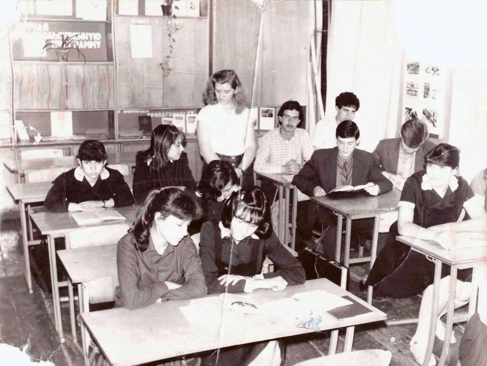 Учитель Антонина Змиенко на уроке истории. 1986 г. Одна из старейших школ Днепра: история длиной в 120 лет