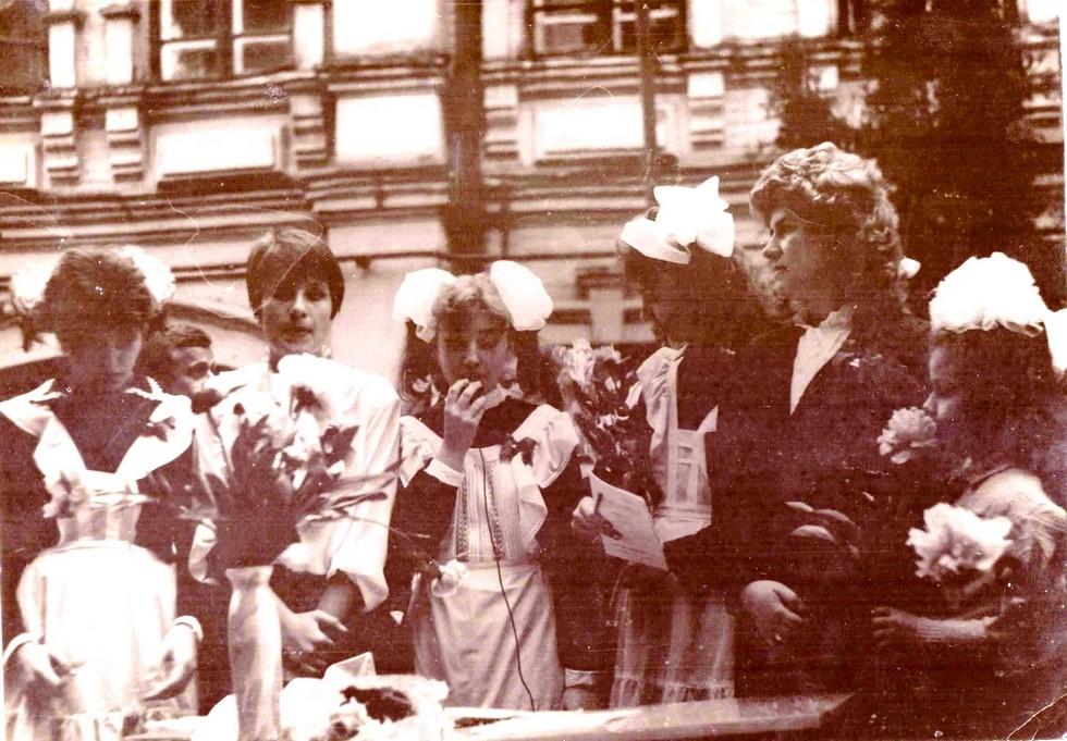 Во дворе школы. 1991 год. Одна из старейших школ Днепра: история длиной в 120 лет