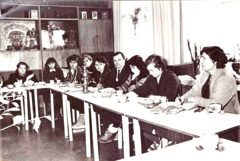 Педсовет. 1990-е годы. Одна из старейших школ Днепра: история длиной в 120 лет