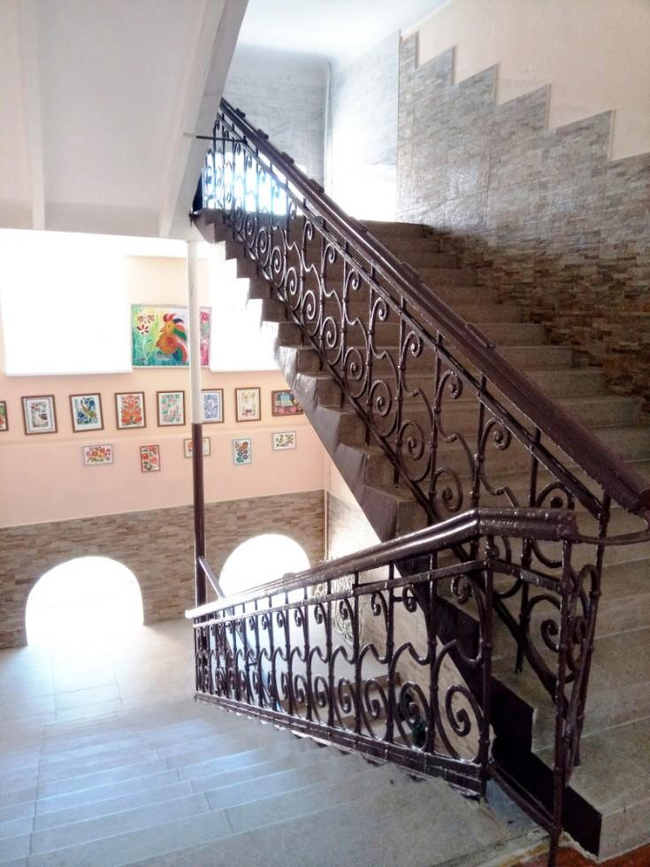 Историческая лестница и современный интерьер Одна из старейших школ Днепра: история длиной в 120 лет