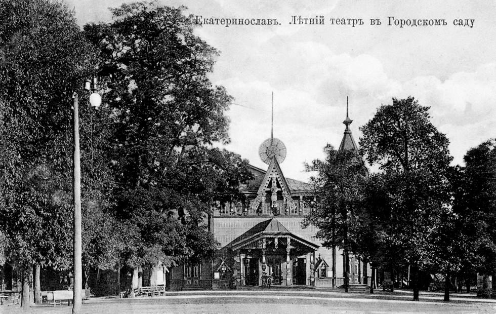 Городской сад и летний театр (не сохранился). Александр Толстиков: легендарный «мэр» нашего города начинал с приказчиков