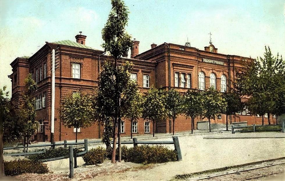Реальное училище - ныне 2-й корпус ДНУ. Александр Толстиков: легендарный «мэр» нашего города начинал с приказчиков