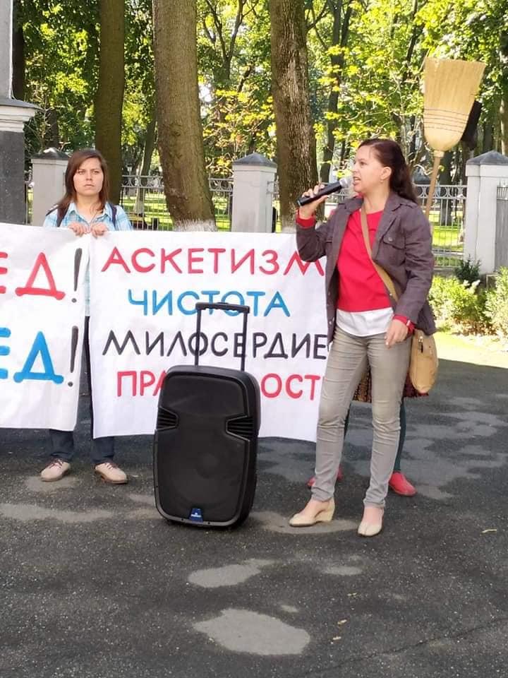 На фото со страницы Анфисы Букреевой – Часть украинцев уже давно протестует против масок, карантина и будущей вакцинации.  В Украине хотят ввести принудительную вакцинацию против коронавируса