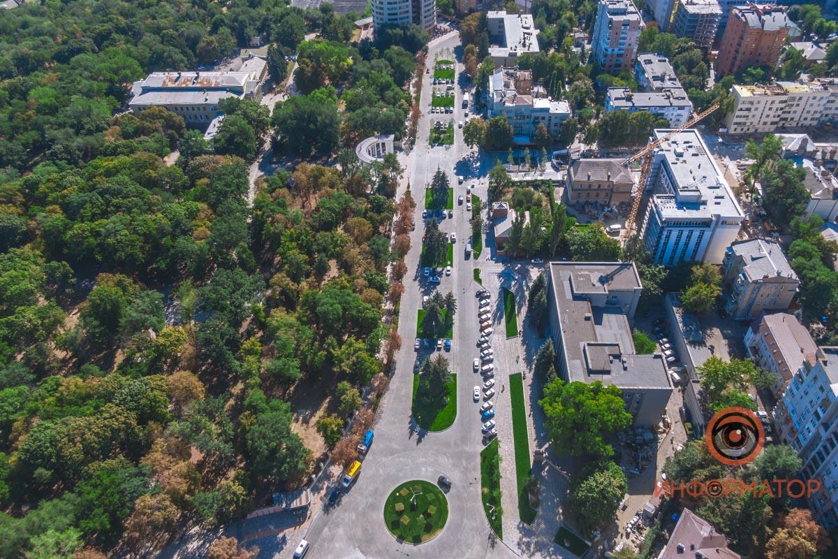 В Днепре площадь Шевченко открыли для движения транспорта: что изменилось