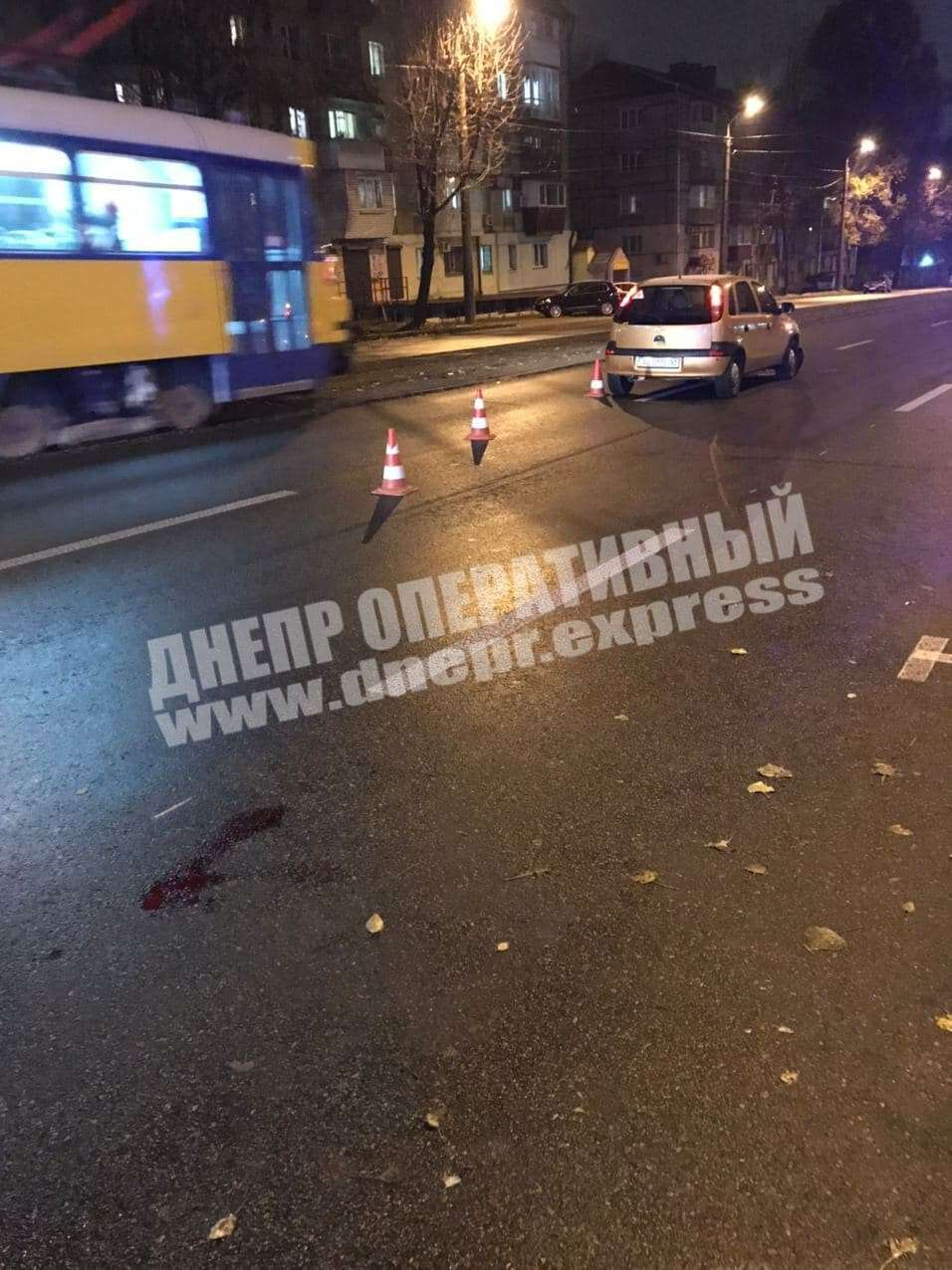 В Днепре на проспекте Хмельницкого Opel сбил подростка: пострадавшего госпитализировали