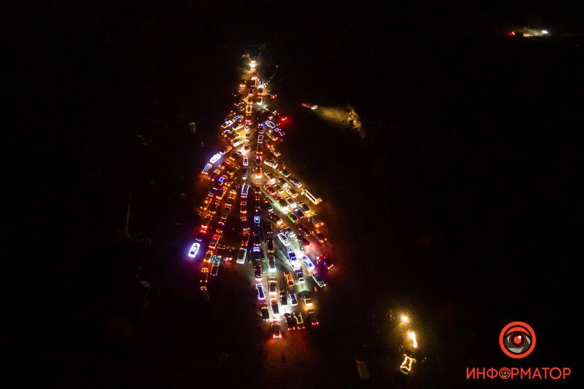 В Днепре собрали «автоелку» из двух сотен машин