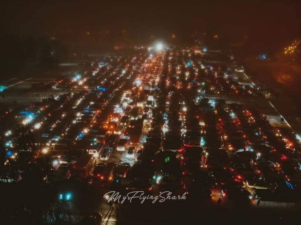 Автоелка в Харькове. В Днепре собрали «автоелку» из двух сотен машин