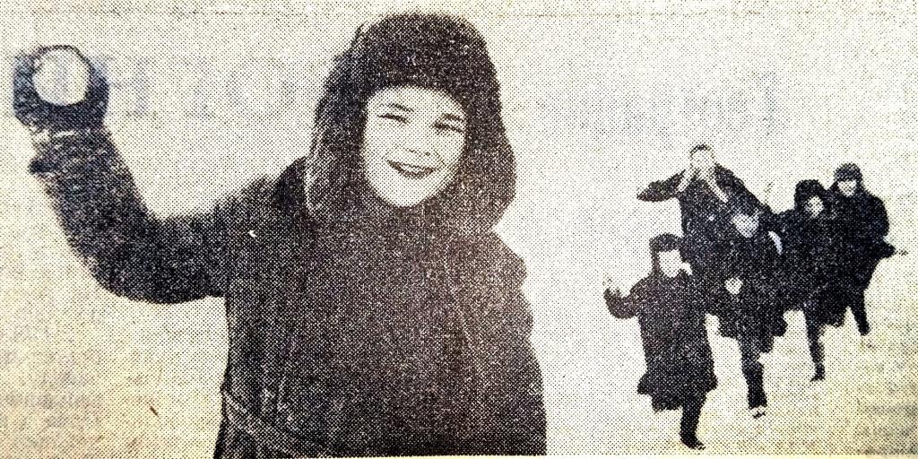 Дети играют в снежки. Январь 1971 г. Наш город полвека назад: как встречали в Днепропетровске новый 1971-й год
