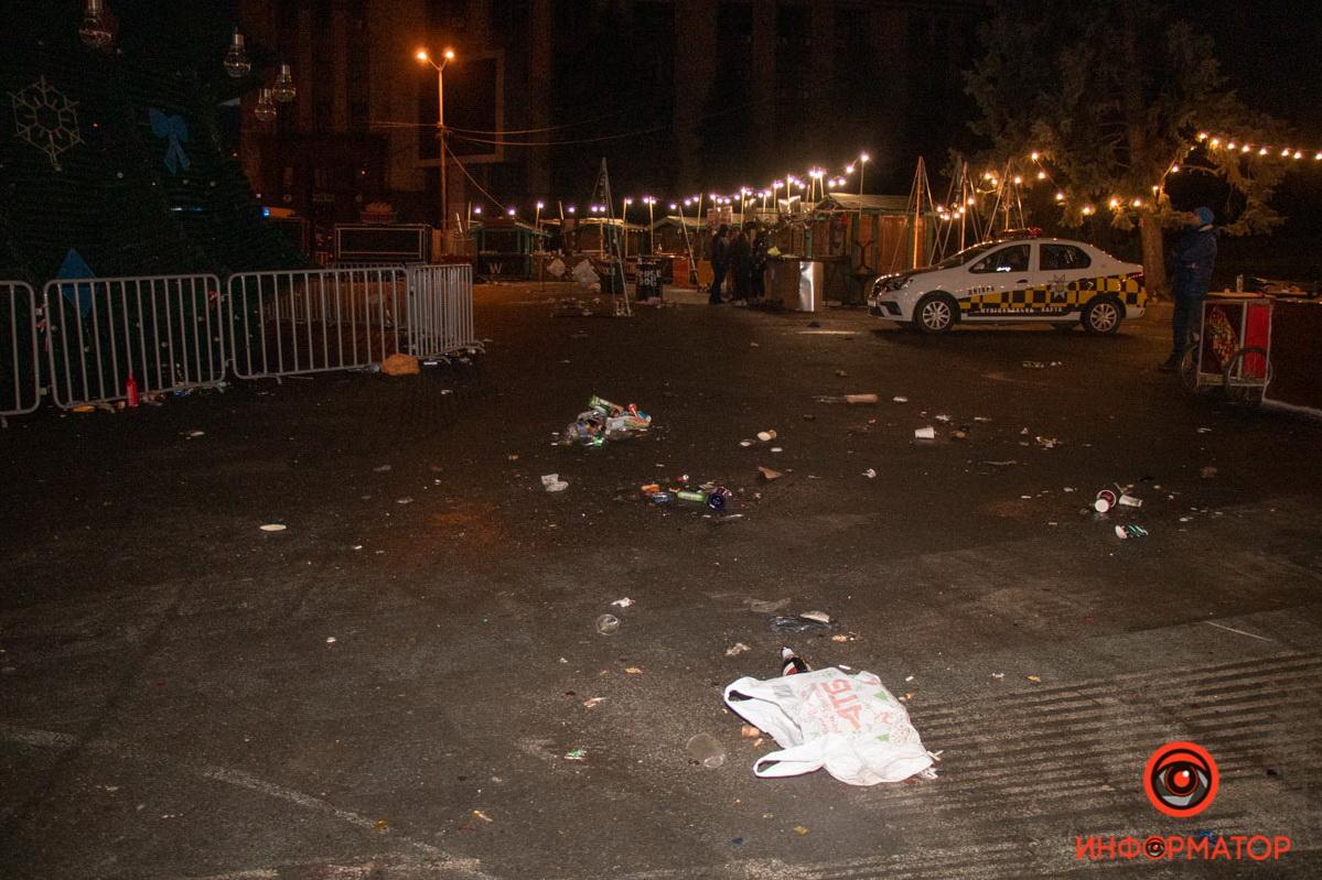 Горы мусора, бутылок и конфетти: как Днепр выглядит после Нового года