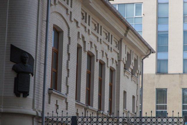 Здесь находилась резиденция политической элиты Днепропетровска