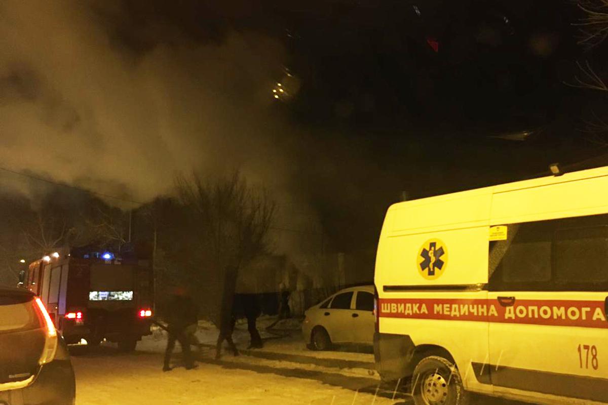 В Днепре горело заброшенное здание на улице Троицкая