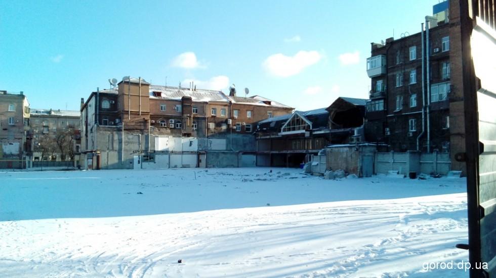 Скоро здесь, на перекрестке улиц Челюскина и Короленко, начнут строить 11-этажный комплекс.  Новости градсовета: Исторический квартал в центре Днепра ждут большие перемены