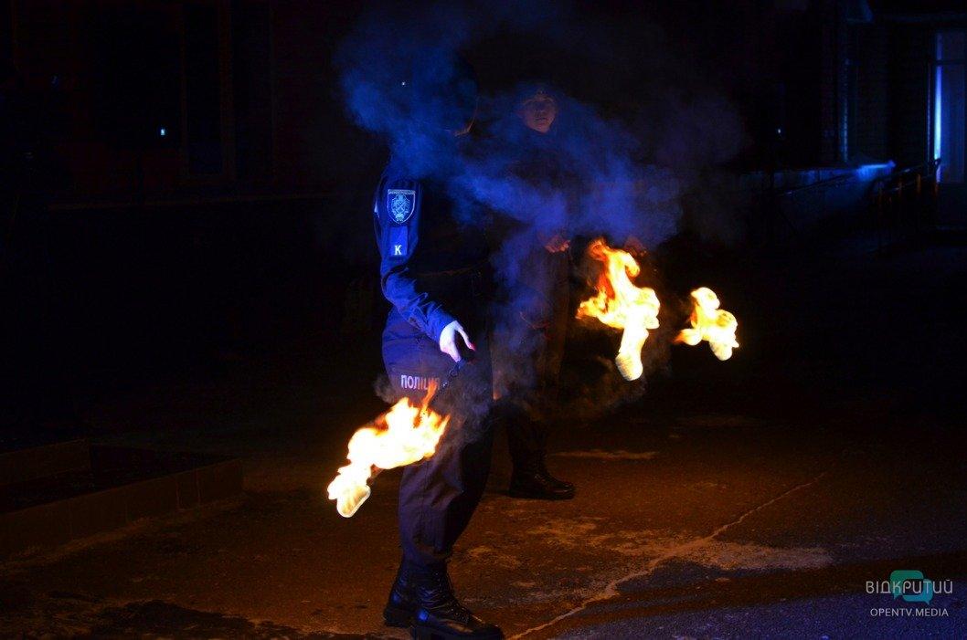 В Днепре ко Дню Государственного Герба Украины курсанты провели масштабный флешмоб