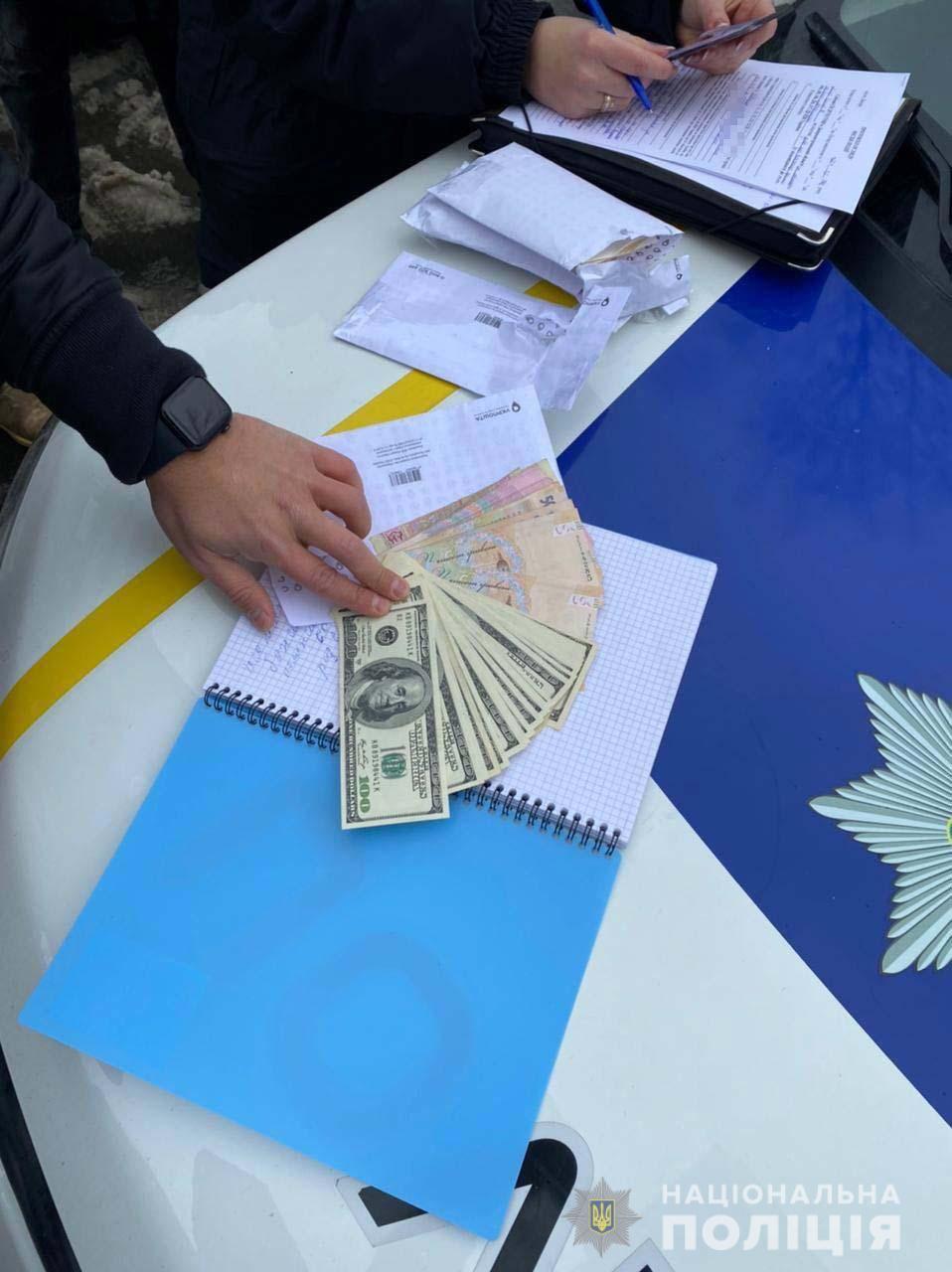 В Днепре мошенницы «обменяли» бабушке 2,2 тысячи долларов на «новые деньги»