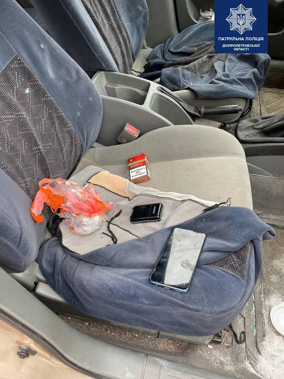 Хранил наркотики в трусах: патрульные обнаружили у жителей Днепра 87 закладок