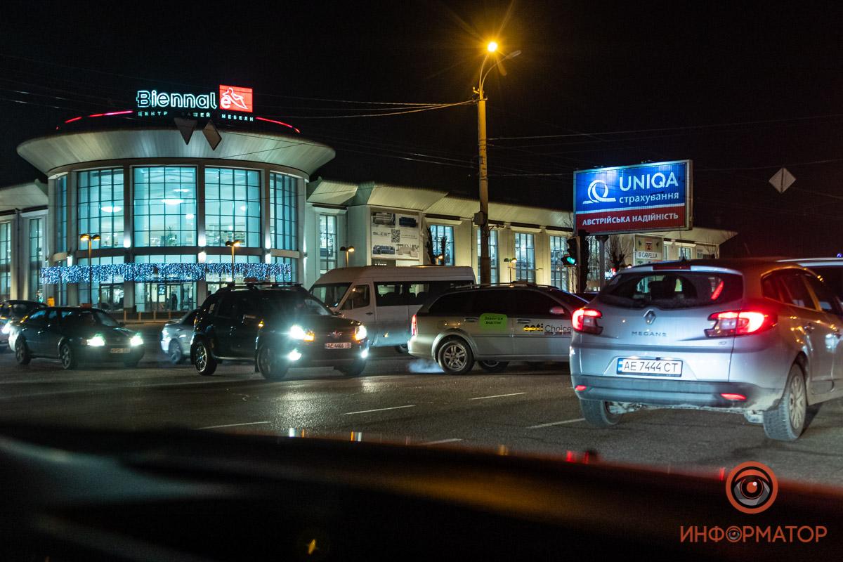 Таксисты взбунтовались из-за низких тарифов и устроили в Днепре пробки в час пик