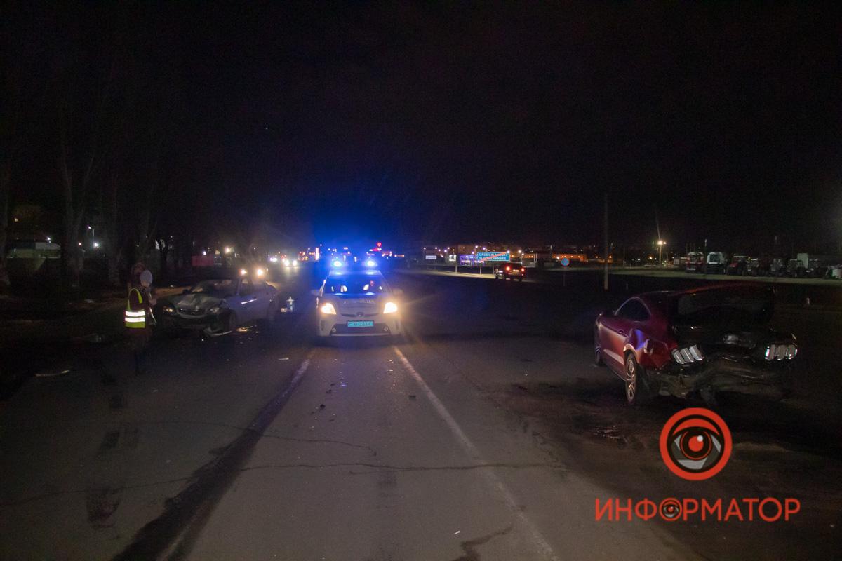 В Днепре на Донецком шоссе возле «Агро-Союза» столкнулись Ford Mustang и Daewoo Lanos